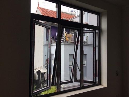 Cửa sổ mở hất nhôm cao cấp Xingfa